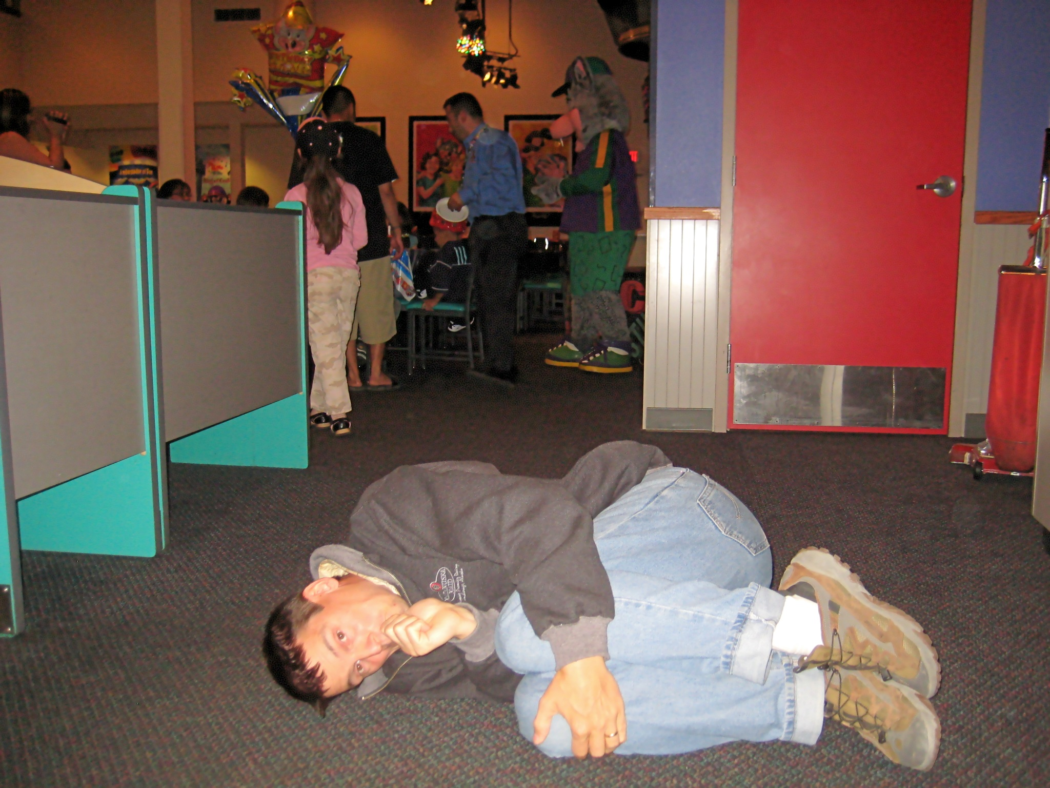 david_at_chuck_e_cheese_2048.jpg